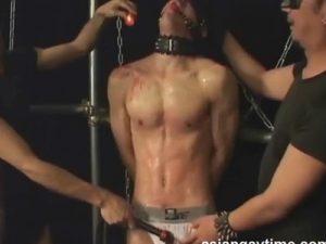 【ゲイ動画ビデオ】全身を拘束状態でロウで攻められながらドMに調教され続けている男の姿が見ることができちゃうww