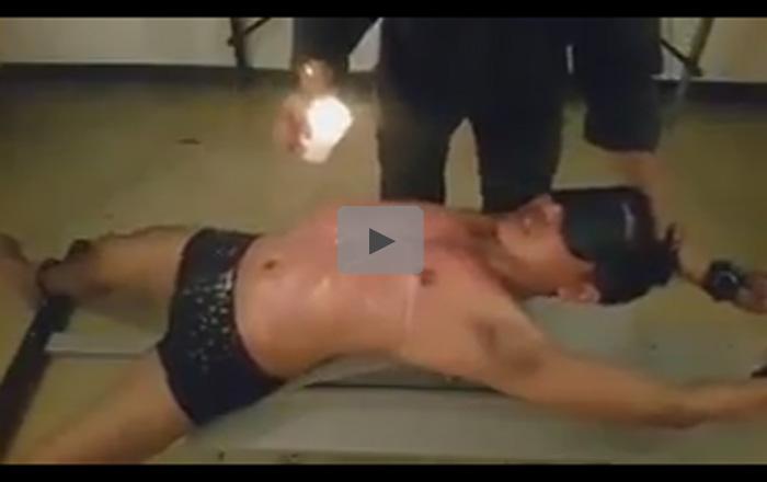 【ゲイ動画】目隠しをされて拘束された状態の男がロウソクを垂らされながら陵辱されてしまうww