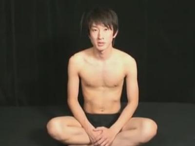 【ゲイ動画】スジ筋の短髪で真面目そうな雰囲気の素人が自分でチンコをしごいたりプロの男にチンコをいじられちゃうww