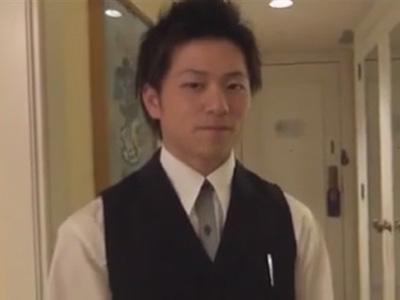 【ゲイ動画】新人ベルボーイの鷹宮圭吾クンが宿泊客から脅迫されてチンポやアナルを弄ばれてレイプされてしまう…ww