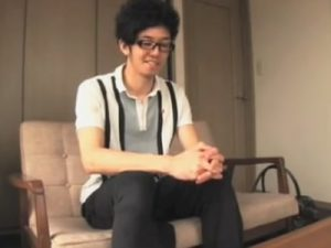 【ゲイ動画ビデオ】とある住宅街で細身のメガネ男子をナンパ…謝礼で釣ってオナ見せ交渉し全裸自慰を撮らせてもらうことに成功ww