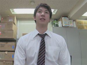 【ゲイ動画ビデオ】スーツ姿のイケメンな男が倉庫のような場所で手コキなどで昇天をさせられてしまうww