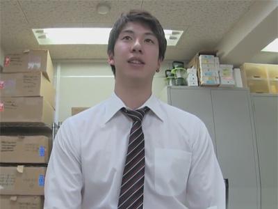 【ゲイ動画】スーツ姿のイケメンな男が倉庫のような場所で手コキなどで昇天をさせられてしまうww