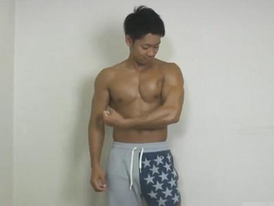 【ゲイ動画】筋肉ムキムキの体育会系スポメンがオナホールを装着したエアーラブドールで擬似セックスww