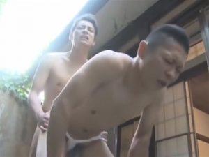【ゲイ動画ビデオ】坊主のふんどし男が細身のイケメンに野外でアナルセックスをされて尻射されるww