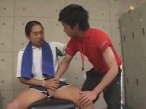 【ゲイ動画ビデオ】ジム通いのマッチョがトレーナーのイケメンを襲ってアナルセックスを楽しみ続けてしまうww