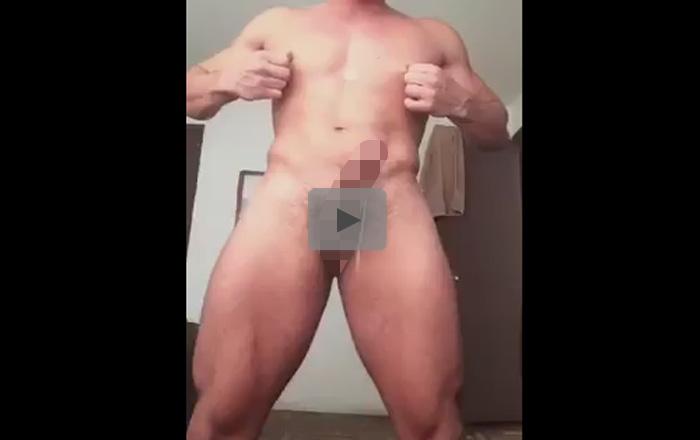 【無修正ゲイ動画】チンポがフル勃起したマッチョが乳首をいじってドバドバとノーハンド射精ww