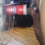 【無修正ゲイ動画】扇風機にテンガを装着…オナニー大好き太マラ外人がローションを撒き散らしながら自慰ww