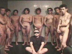 【ゲイ動画ビデオ】ゴーグルマンがたくさんの男のチンコをフェラチオしながらザーメンを大量にぶっかけられるww