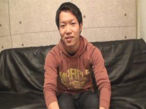 【ゲイ動画】20歳の素人の男が電マを使ってオナニーをしたり男優とアナルセックスをしちゃうww