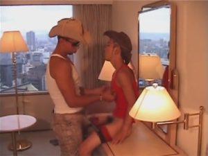 【ゲイ動画ビデオ】カウボーイ姿の2人がホテルでハードに腰を振り続けて立ちバックや正常位で絶頂しちゃうww