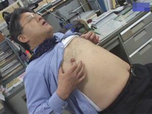 【ゲイ動画ビデオ】中年のぽっちゃりとしたサラリーマンが会社内でオナニーをしまくっちゃうww