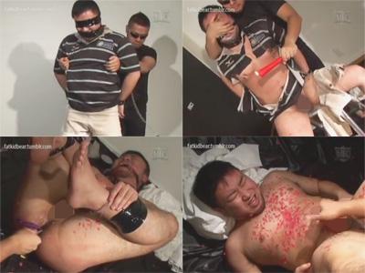 【ゲイ動画】全身を拘束された男がゴーグルマンに浣腸されたりアナルスティックを挿入されて犯され続けるww