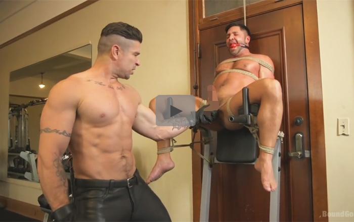 【無修正ゲイ動画】体を鍛えるマッチョの白人のドMが犯されて緊縛状態でアナルセックスもさせられてしまうww