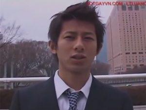 【ゲイ動画ビデオ】若いサラリーマンでスーツ姿のイケメンが全身をほぐされるとチンコもいじられて兜合わせを楽しんじゃうww