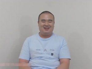 【ゲイ動画ビデオ】相撲体型で親方と呼ばれているノンケのAV男優が気分転換でゲイの作品に出演してオナニーを見せちゃうww