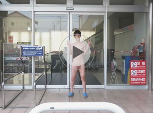 【無修正ゲイ動画】開店前のショッピングモールの入り口で全裸露出オナニーをし精子をマーキングする変態メガネの素人ww
