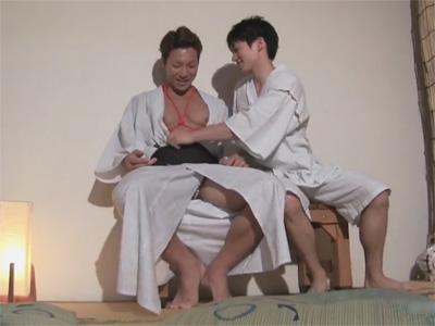【ゲイ動画】浴衣の下は亀甲縛り…エッチな気分で夏祭りを楽しみ部屋に戻ったら欲情ケツマンを犯されるガッチリイケメンww