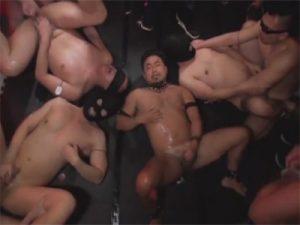 【ゲイ動画】ガチムチをヤリ部屋に拉致監禁…性欲の赴くままケツマンを突かれ精液をぶっかけられて廻されるww