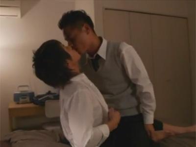 【ゲイ動画】夜の学校で愛し合っていることを確かめた2人がベッドに移動してアナルセックスを楽しむww