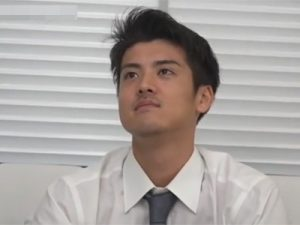 【ゲイ動画ビデオ】スーツ姿のノンケイケメン新卒社員がホモビデオ登場…寸止めのチンポ責めに我慢できずに漏れるエロい絶頂汁ww