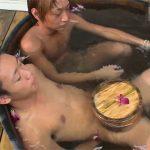 【無修正ゲイ動画】イモ系とギャル男系のカップルが露天風呂をキスをしながら楽しんでいる姿が見られるww