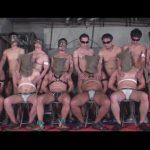 【ゲイ動画】緊縛されている男の集団がゴーグルマンの集団に犯され続けて乱交でアナルセックスをしまくるww