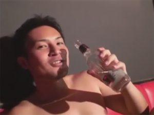 【無修正ゲイ動画】カラオケでノンケのスポメンに酒を飲ませて野球拳やAF…デカすぎる巨マラに掘られて叫ぶ声が卑猥ww