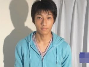 【ゲイ動画ビデオ】1ヶ月オナニーしていない上玉の18歳のピチピチ会社員をゲット…手コキ責めが気持ち良くてチンポがピクピクww