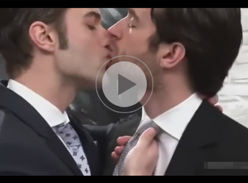 【無修正ゲイ動画】スーツ姿が似合う白人のイケメン2人がアナルセックスで愛し合い続けてしまうww