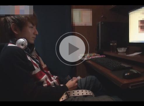 【無修正ゲイ動画】NEWSの小山慶一郎に似ている男がネットカフェの個室でオナニーをしちゃうww