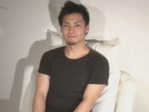 【ゲイ動画】21歳の買物中だったスジ筋のイケメン素人がゴーグルマンに電マで犯されてから手コキをされ続けるww