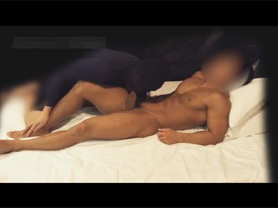 【ゲイ動画】ボディビルダーのような芸術的なゴリマッチョの男がバックや正常位でアナルを犯され続けてしまうww