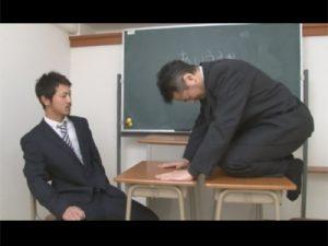 【ゲイ動画ビデオ】変態教師が生徒に脅されながら犯されてバイブで犯されてからアナルセックスをされてしまうww
