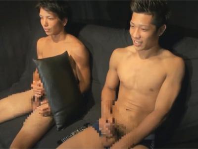 【ゲイ動画】ギラギラしている友人関係のマッチョの2人が仲良くAVを見ながらオナニーを堪能するww