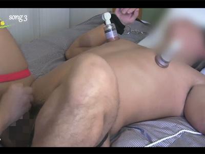 【無修正ゲイ動画】手足を拘束されている男が乳首やチンコを大人のオモチャで犯され続けてしまうww