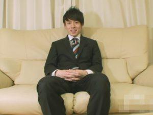 【無修正ゲイ動画】仕事帰りのイケメンサラリーマンの素人が包茎チンコをいじってオナっちゃうww