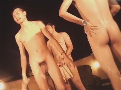 【無修正ゲイ動画】大浴場を盗撮…無防備な状態でお風呂を楽しんでいる男たちの姿を見ることができちゃうww