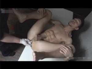 【ゲイ動画ビデオ】ロバートの馬場に似ているマッチョの男が前立腺を刺激されて潮吹きをしてしまうww