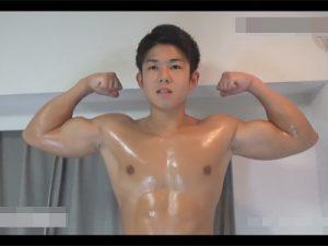 【ゲイ動画ビデオ】可愛い顔をしているのにボディビルダーみたいな体をしているマッチョが手コキやフェラチオで犯され続けるww