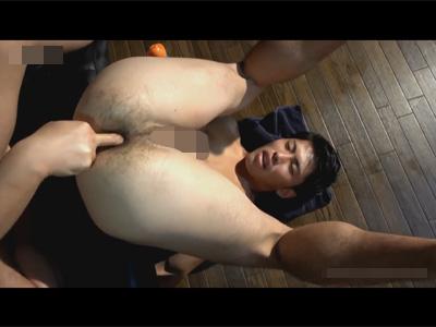 【ゲイ動画】シックスパックの男がお風呂でゴーグルマンに体を洗ってもらってからソファで犯され続けてしまうww