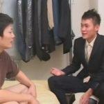 【ゲイ動画】スーツ姿の男が色白の男にアナルセックスで犯されて絶頂をすることになってしまうww