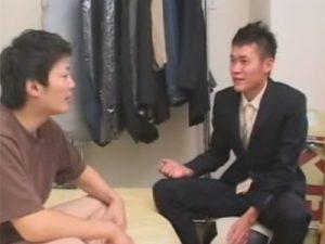 【ゲイ動画ビデオ】スーツ姿の男が色白の男にアナルセックスで犯されて絶頂をすることになってしまうww