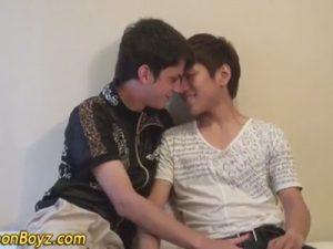 【無修正ゲイ動画】白人の男と日本人が異文化交流を全裸でし始めてアナルセックスで人種の違う体を楽しむww