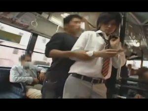 【ゲイ動画ビデオ】バスの中でイケメン学生が男に痴漢されてしまってズボンを下ろされてフェラや手コキでチンポレイプww