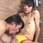 【ゲイ動画】シャワールームにマットを敷いて競パン姿でBLセックスを楽しむジャニーズ系イケメンww