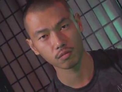 【ゲイ動画】ビデオに出るため初来日…スジ筋坊主の強面チャイニーズが変態輪姦セックスで失禁しながらモロ感ww