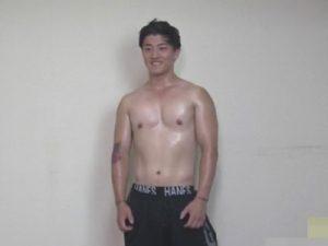 【ゲイ動画ビデオ】ガチムチ筋肉ノンケイケメンがゴーグルマンのフェラチオや指入れにモロ感し水っぽいザーメンを噴射ww