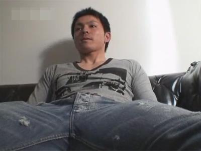 【ゲイ動画】ほぼ無抵抗で無表情のままオラオラ系の男がゴーグルマンにチンコをいじられ続けて絶頂するww