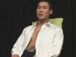 【ゲイ動画ビデオ】体毛が濃い体育会系の男がゴーグルマンにフェラや手コキでチンコをいじられ続けて超モロ感ww